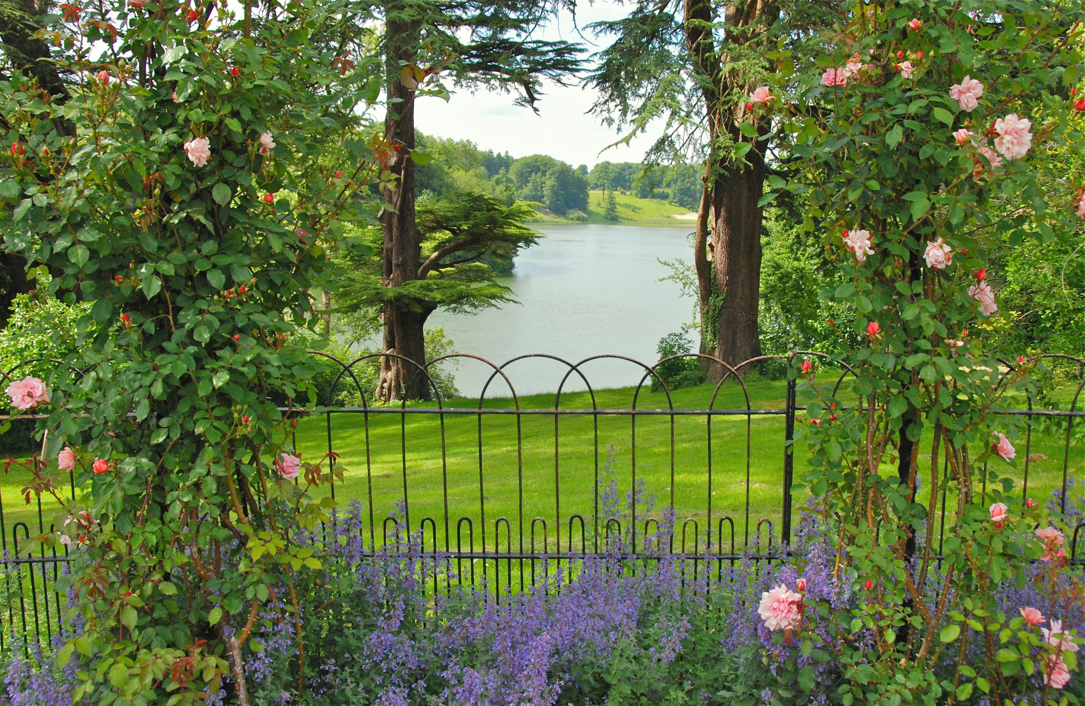 A Pageant of English Gardens